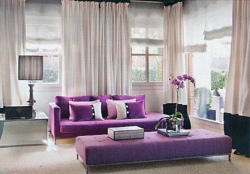 Фиолетовый в декоре гостиной