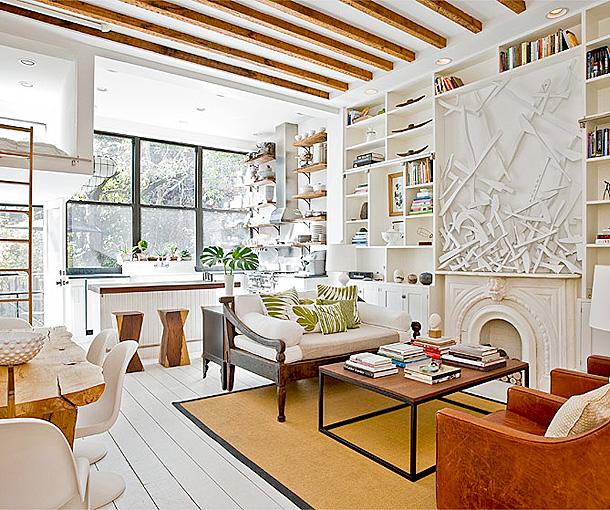 Интерьер дома с преобладанием белого цвета
