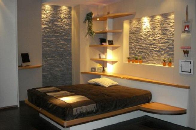 Отделка камнем в интерьере спальни