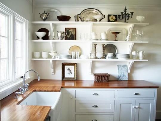 Открытые полки на кухне вместо привычных шкафов