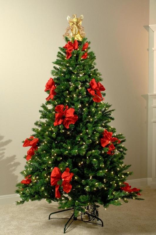 Несколько идей украшения елки для встречи 2014 года